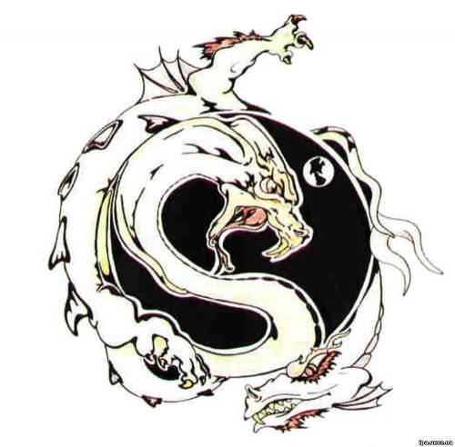 Набросок рисунка дракона и татуировки